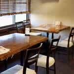緑苑 - テーブル席