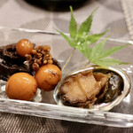 緑苑 - 鶏の肝煮とアワビ
