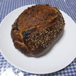 15932689 - ドイツパン 500円ヒマワリの種とゴマ付き