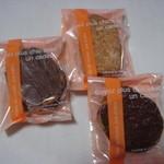 プル トア - チョコがけラスク、焼ホワイトラスク、焼チョコラスク(各110円)