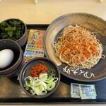 ゆで太郎 - 料理写真:朝そば 冷たいそば わかめ 生卵