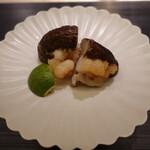 159349958 - 徳島県産「極」椎茸と車海老の揚げ蒸し