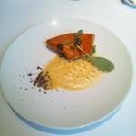 アキュイール - 金目鯛のポワレ サフランのソース