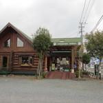 15938818 - 大分自動車道路甘木インター近くにあるアメリカの田舎を思わせるレストランです。