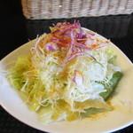 15938821 - 注文すると最初にサラダが届きました、キャベツ中心の野菜サラダです、キャベツがとっても細い千切りになってるんで食べやすかったですよ。