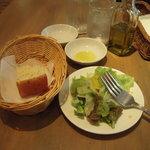 1594305 - 自家製フォカッチャ&サラダ