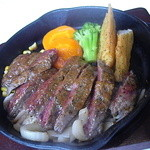Cafe One Time - お肉は厚めです。 焼き加減はミディアムレアくらい。。ただ、固い。w