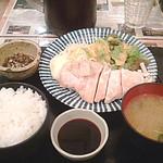 呑みどころ いぐべえ - 地鶏の天然塩焼き700円