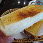 琥珀亭 - 厚切りトースト