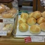 リトルマーメイド - 焼きたてが並んで美味しそうなパン達です