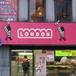 ロンドン - お店上部に千ベロの看板!