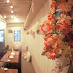 LOCO'S KITCHEN OLU OLU - 誕生会や宴会は無料貸出のレイを掛けて大盛り上り!