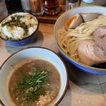 麺や輝 - 味玉つけ麺大(小、並、大同料金)+高菜ライス 950円+50円