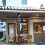 沖縄家庭料理 琉球村 - 屋根にシーサーが