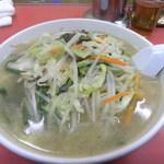 丸吉飯店 - タンメン。野菜たっぷりデス。