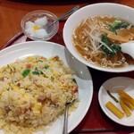 中華料理 華景園 - チャーハンと半ラーメン(700円)