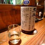 地酒喝采 かも蔵 - 【高知】西岡酒蔵店「久礼」特別純米。黒潮おどる鰹の国からやってきた一杯