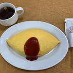 トミーズ キッチン - 料理写真:オムライス 850円 左上がチャーハンスープ