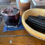 荒井商店 - ランチ食べると+100円でいただける、人生初めての紫とうもろこしのジュース。