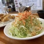 グルメ倶楽部 - こんもり、新鮮野菜のサラダ付き