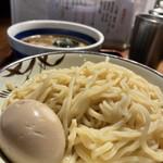 松戸中華そば 富田食堂 - 中太麺