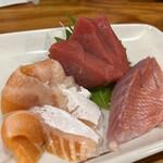 海鮮屋台おくまん - 刺身三種盛り(まぐろ・サーモン・金目鯛)