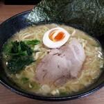 麺家 イナズマ - 料理写真:トンコツ醤油ラーメン(中盛り)850円