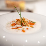 ジョンティ アッシュ - 2021.10 やわらかなくぬぎ鱒 燻製にかけた菊芋のカプチーノと 自家製イクラを添えて