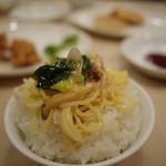竹爐山房 - 酸辛タン麺が白米に合う。