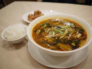 竹爐山房 - 【漬物と肉入りの酸辛タン麺】¥1260