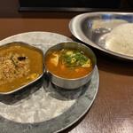 オイシイカレー - 凄い鰯カレーと鶏出汁チキンカレー
