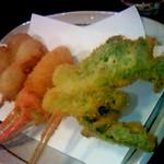 串揚げ くし将 - 串揚げ:タラの芽、カニ爪、うずらベーコン、豚ヒレ