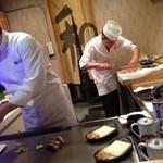 15960324 - 鉄板の向こうに寿司カウンター