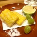 159611580 - 玉蜀黍と銀杏の揚げ物 揚げる事で甘味と旨味が湧き出ます