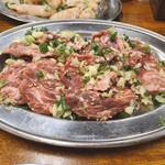 寿苑 - 料理写真:名物のガーリックハラミ!