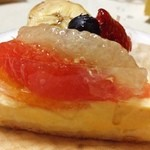 Keju - 季節フルーツのっけ☆  ここ最近の売れ筋らしいです!(๑´ڡ`๑)