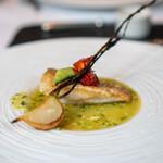 ラ・ブランシュ - 甘鯛の鱗焼き キュウリのソース