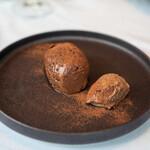 ラ・ブランシュ - ベルギー産チョコレートのムースとアイス
