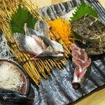 三平 - 天然活炙りサワラ刺と天然サンマ刺