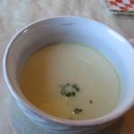 キッチン彩 - スープはやや甘いお豆の入ったクリームスープです、とっても身体があったまりますよ