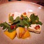 159695731 - ⚫「柿とアンディーブのサラダ  レモンピールとルッコラの香り  ピエダングロワチーズとアーモンド添え」