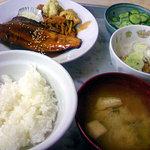 青柳食堂 - ほっけのタレ焼き定食に納豆付プラス