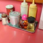 勝洋軒 - 料理写真:カウンターの卓上