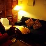 キールズ・バーハウス アオバダイ - 雰囲気の良いソファー席