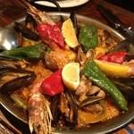 タベルナ カディス - 魚介類のパエリア(@1575円)写真は3人前