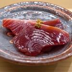 日本橋蛎殻町 すぎた - 宮城県気仙沼産のカツオのづけ 地がらしのせ
