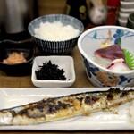 魚力 - 新さんまの塩焼きと、刺身盛り、プラス当たった明太子