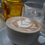 グッドモーニングカフェ - ケーキセット(¥850)のカフェラテ