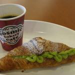 コズミック ベーカリー カフェ - 料理写真:神山ブレンド120円とパン