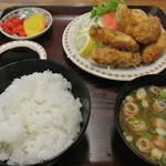 お食事処 はつ平 - カキフライ定食(700円)